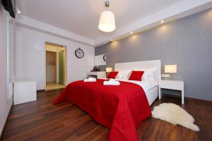 A bed or beds in a room at Lipotica Luxury Accommodation