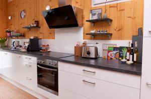 Een keuken of kitchenette bij relactive-mosel Feriendomizil