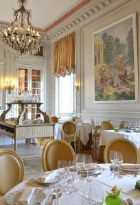 A restaurant or other place to eat at Chateau Colbert