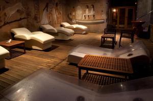 A seating area at Spa Hotel Ciudad de Teruel