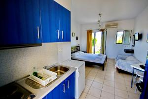 A kitchen or kitchenette at Elea Apartments