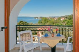 A balcony or terrace at Hotel Apartments Sikia II