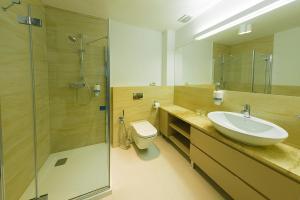 Łazienka w obiekcie Hotel Garden