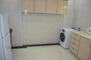 A cozinha ou cozinha compacta de Burj Al Salam Furnished Apartments