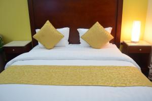 Cama ou camas em um quarto em Burj Al Salam Furnished Apartments