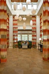 The lobby or reception area at Hilton Garden Inn Saratoga Springs