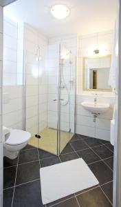 A bathroom at Pension Einsiedl