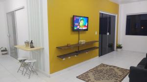 Uma TV ou centro de entretenimento em Cobertura Praia Dos Ingleses