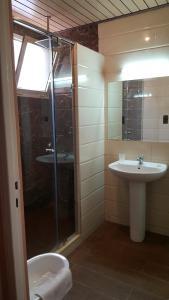 A bathroom at Hôtel Astrid