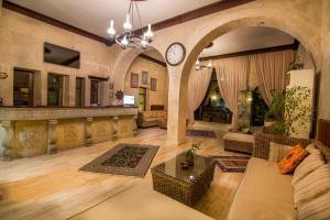 El vestíbulo o zona de recepción de Uchisar Kaya Otel