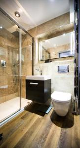 A bathroom at Museum Hotel Oxford