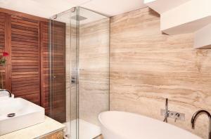 A bathroom at Claris Hotel & Spa GL
