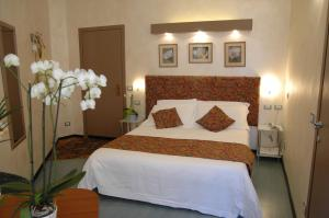 A bed or beds in a room at Conca Azzurra Wellness & Beauty Hotel