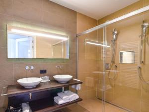 A bathroom at Brasserie-Hotel Antje van de Statie