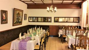 A restaurant or other place to eat at Hotel Rath