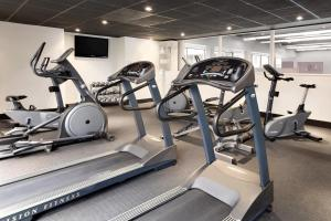 The fitness center and/or fitness facilities at Hotel PUR, Quebec, a Tribute Portfolio Hotel