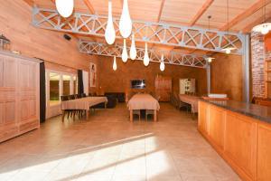 A restaurant or other place to eat at B&B Les Secrets de la Vie