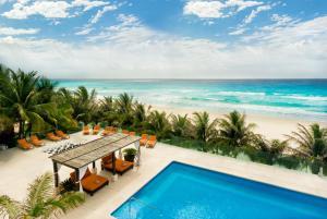 Vista de la piscina de Flamingo Cancun Resort o alrededores