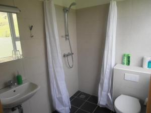 A bathroom at Giljur Guesthouse