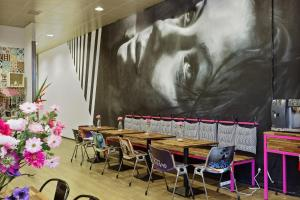 A restaurant or other place to eat at Hostelle - female only hostel