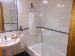 Un baño de Hotel Sierra de Ubrique