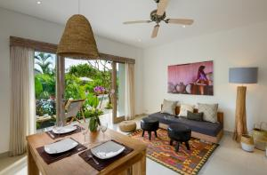 A seating area at Canggu Beach Apartments