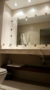 Un baño de Plaza Hotel