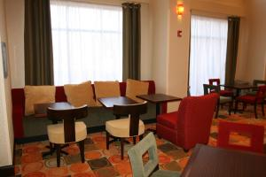 A restaurant or other place to eat at Hampton Inn & Suites East Hartford