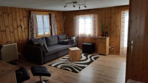 A seating area at Alpen-Fewo, La Gassa 3