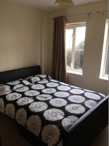 A bed or beds in a room at Grace's HQ