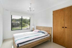 A bed or beds in a room at Fairhills - beautifully styled