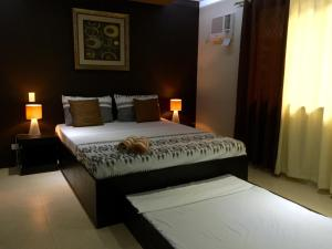 A bed or beds in a room at Casita Isla Beach Inn
