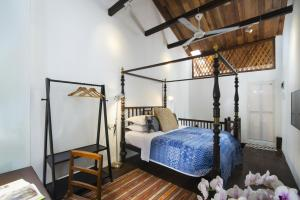 A bed or beds in a room at Jawi Peranakan Mansion
