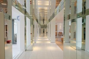 The lobby or reception area at Le César Hôtel