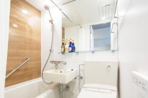 A bathroom at HOTEL MYSTAYS Gotanda