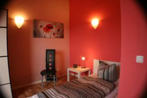 Ein Bett oder Betten in einem Zimmer der Unterkunft Ferienwohnung Weinberg