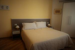 A bed or beds in a room at I Tetti di Siena