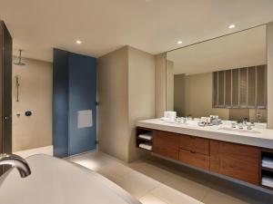 A bathroom at Manzil Downtown