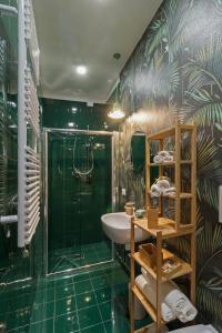 A bathroom at Limoncello Rooms