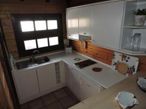 Een keuken of kitchenette bij Apartamentos Santa Ana - Adults Only