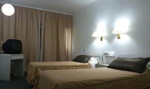 Una cama o camas en una habitación de Plaza Hotel