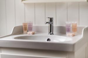 A bathroom at Craiglynne Hotel
