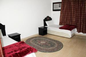 Cama ou camas em um quarto em Al Eairy Apartment-Alqaseem 1
