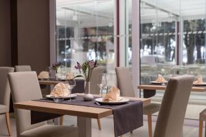 A restaurant or other place to eat at Hotel Crikvenica