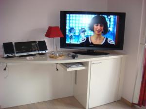Een TV en/of entertainmentcenter bij Gastenkamers Centersuites