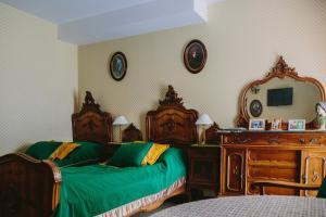 Łóżko lub łóżka w pokoju w obiekcie Pałac Żaków