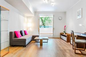 A seating area at Apartament na Ciepłej - dwupokojowe komfortowe mieszkanie blisko centrum