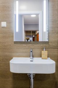 A bathroom at Apartament na Ciepłej - dwupokojowe komfortowe mieszkanie blisko centrum