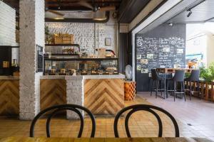 The lounge or bar area at Kim Haus Loft