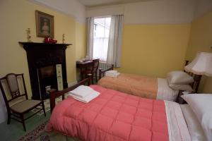 A bed or beds in a room at Dylan Thomas House